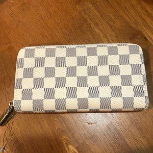 Inspired zippy wallet